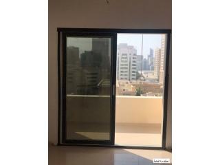 غرفة وصالة على الشارع العام عند ميغا مول في الشارقة، سعرها 385 ألف درهم
